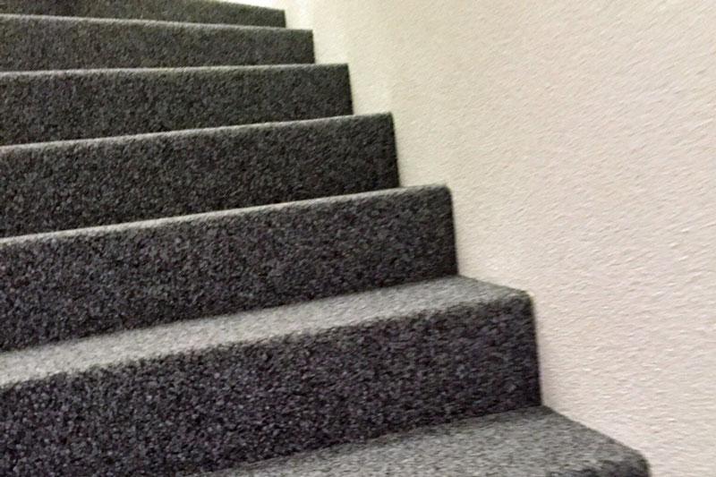 Kugelgran auf Treppe