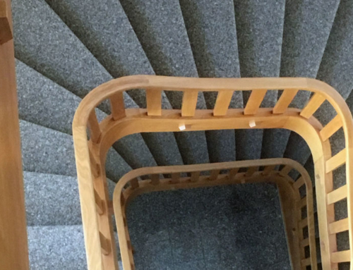 Treppehaus mit Kugelgarn